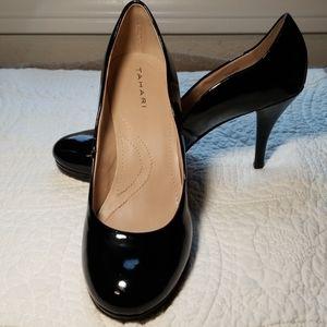 TAHARI black patent pumps heels Colette